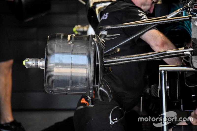 Гальма Mercedes AMG F1 W08