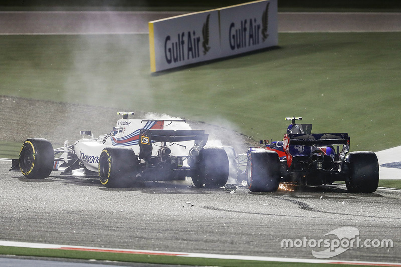 Lance Stroll, Williams FW40, Carlos Sainz Jr., Toro Rosso STR12, collide and retire
