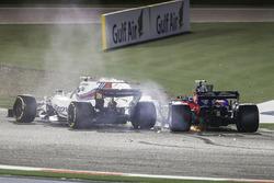 Temporada 2017 F1-bahrain-gp-2017-lance-stroll-williams-fw40-carlos-sainz-jr-toro-rosso-str12-collide-and