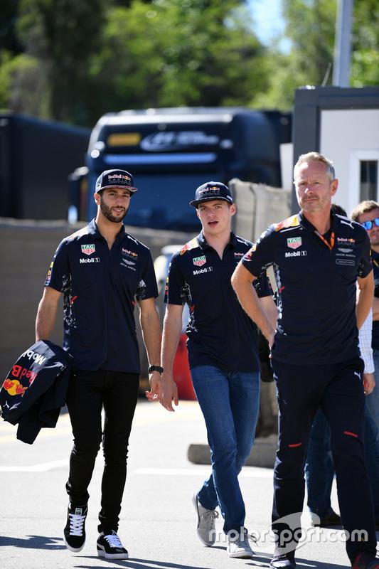 Daniel Ricciardo, Red Bull Racing, Max Verstappen, Red Bull Racing and Jonathan Wheatley, Red Bull R