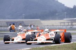 Andrea de Cesaris und John Watson, McLaren M29F, Ford-Cosworth