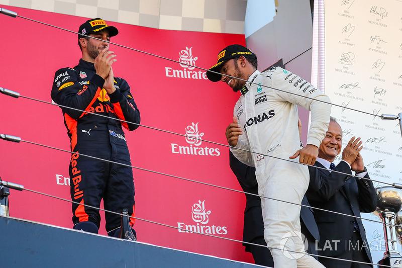 Daniel Ricciardo, Red Bull Racing and Lewis Hamilton, Mercedes AMG F1 celebrate on the podium