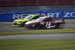 Dale Earnhardt Jr., Hendrick Motorsports Chevrolet, Clint Bowyer, Stewart-Haas Racing Ford