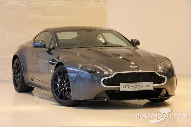 De Aston Martin V12 Vantage S van Max Verstappen