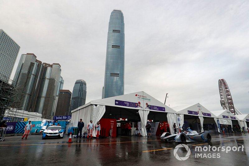 Edoardo Mortara, Venturi Formula E, Venturi VFE05 leaves the pit lane