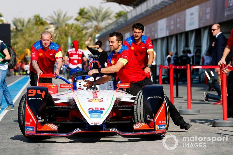 Mobil Mahindra Racing