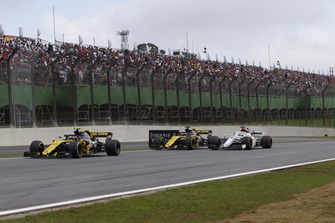Carlos Sainz Jr., Renault Sport F1 Team R.S. 18, Nico Hulkenberg, Renault Sport F1 Team R.S. 18 y Marcus Ericsson, Sauber C37