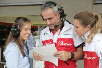 Paula Calderon with Sauber team members