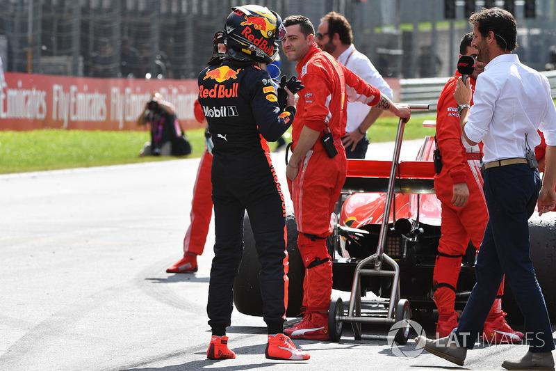 Le vainqueur Max Verstappen, Red Bull Racing dans le parc fermé