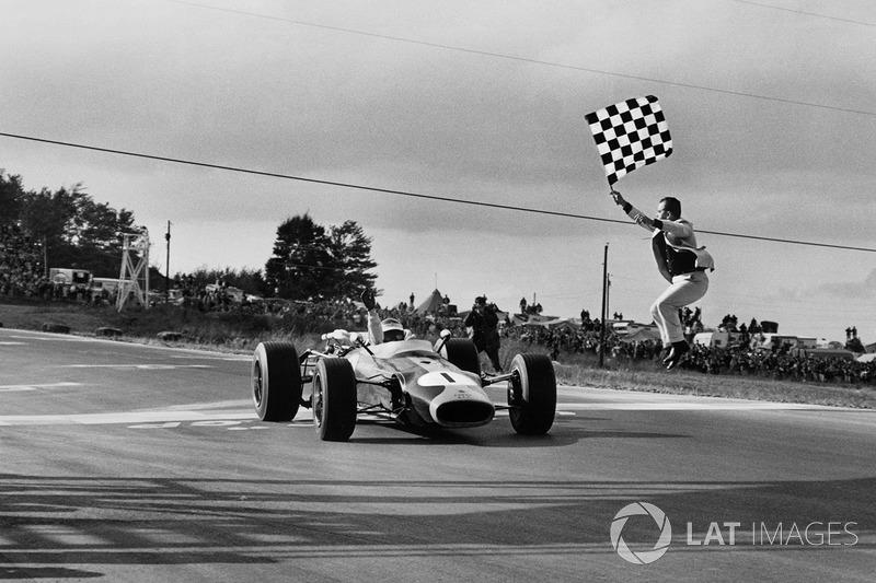 Grand Prix des États-Unis 1966 : Jim Clark s'impose au volant de la Lotus 43