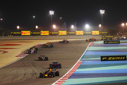 Daniel Ricciardo, Red Bull Racing RB14 Tag Heuer, leads Pierre Gasly, Toro Rosso STR13 Honda, Kevin Magnussen, Haas F1 Team VF-18 Ferrari, Esteban Ocon, Force India VJM11 Mercedes, and Nico Hulkenberg, Renault Sport F1 Team R.S. 18, and the remainder of the field