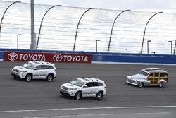 Desfile de coches Toyota Highlander