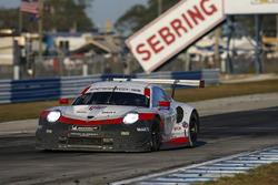 Патрик Пиле, Ник Тэнди, Фредерик Маковецки, Porsche Team North America, Porsche 911 RSR (№911)