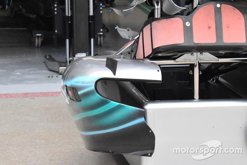 Vue détaillée du ponton de la Mercedes AMG F1 W09