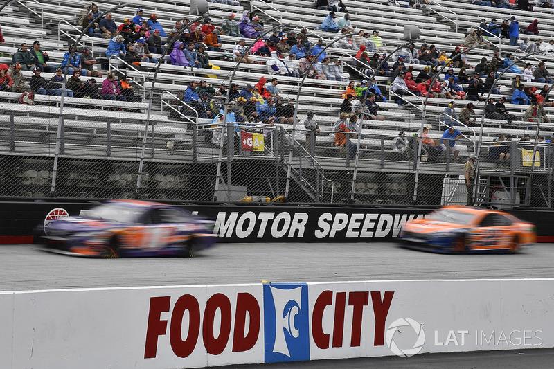 Denny Hamlin, Joe Gibbs Racing, Toyota Camry FedEx Freight and Joey Logano, Team Penske, Ford Fusion Autotrader