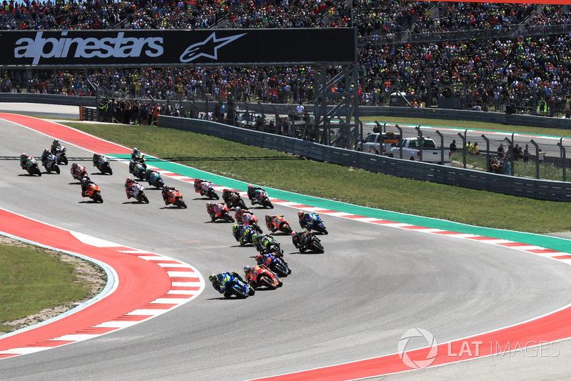 Андреа Янноне, Team Suzuki MotoGP, лідирує на першому колі