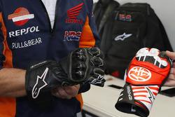 Dani Pedrosa, Repsol Honda Team con guantes