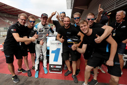 Il vincitore Kris Richard, Target Competition Hyundai i30 N TCR, con il team