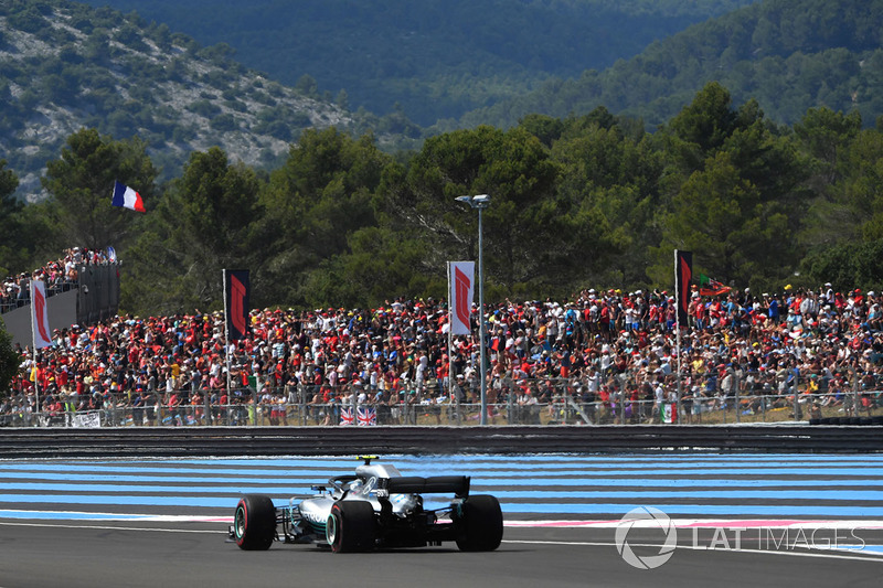 Valtteri Bottas, Mercedes-AMG F1 W09 avec une crevaison