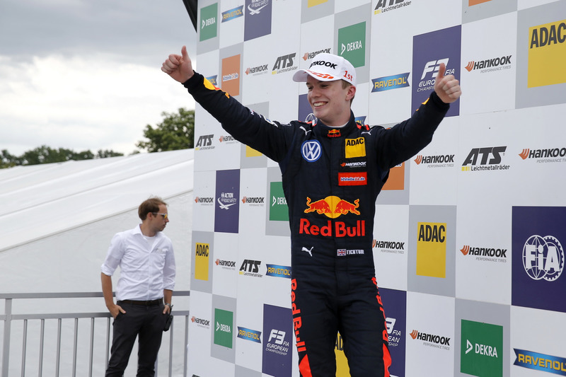 Podium : Le vainqueur Dan Ticktum, Motopark Dallara F317 - Volkswagen