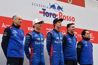 Franz Tost, Scuderia Toro Rosso Team Principal, Pierre Gasly, Scuderia Toro Rosso, Brendon Hartley, Scuderia Toro Rosso, James Key, Scuderia Toro Rosso Technical Director and Honda personel