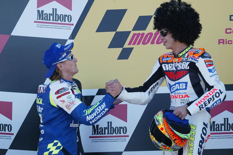 Podio: ganador, Valentino Rossi; segundo, Sete Gibernau