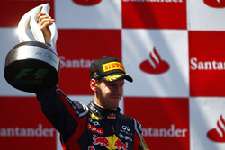 Подіум: переможець Себастьян Феттель, Red Bull Racing RB7