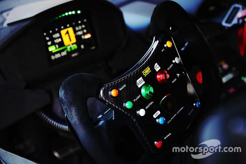 Il volante della Lamborghini Huracan Super Trofeo EVO