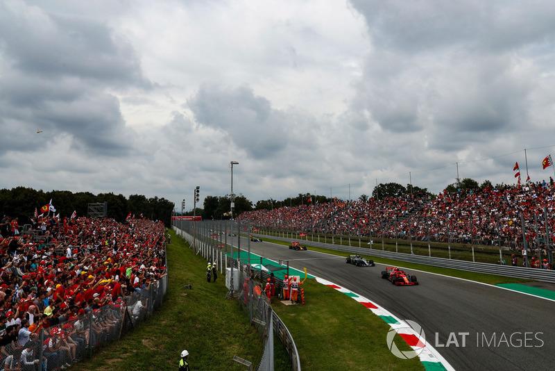 Kimi Raikkonen, Ferrari SF71H, Lewis Hamilton, Mercedes AMG F1 W09, y Max Verstappen, Red Bull Racing RB14