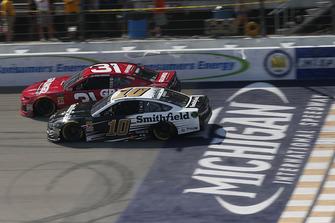 Aric Almirola, Stewart-Haas Racing, Ford Fusion Smithfield Ryan Newman, Richard Childress Racing, Chevrolet Camaro Grainger