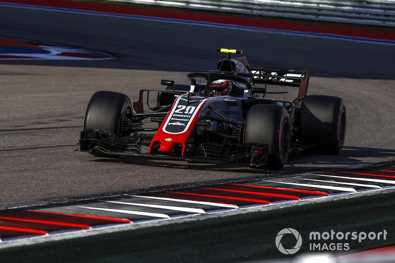 Magnussen ve Haas sıralamadaki beşinciliği kutluyor