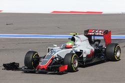 Esteban Gutiérrez, Haas F1 Team VF-16 choca al inicio de la carrera