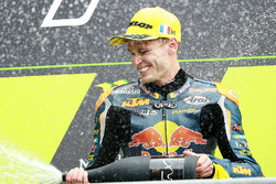 Podium: racewinnaar Brad Binder, Red Bull KTM Ajo, tweede plaats Romano Fenati, Sky Racing Team VR46