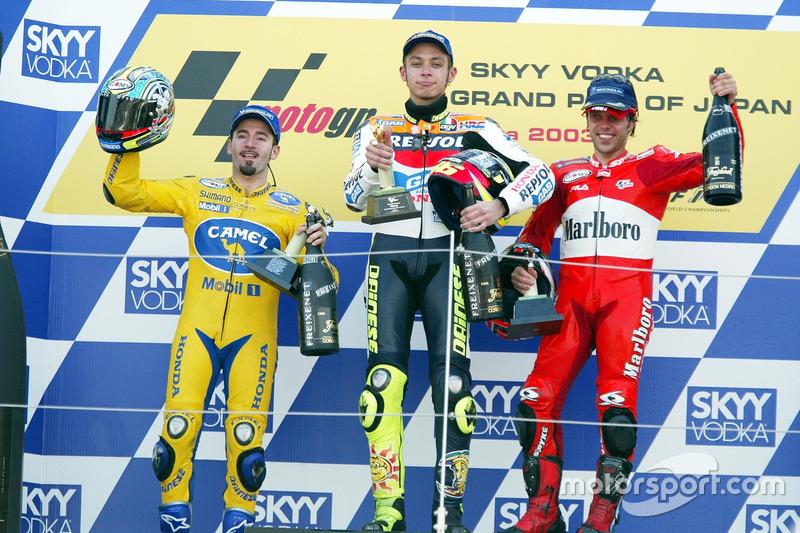 Podio: ganador Valentino Rossi, del equipo Repsol Honda, Max Biaggi, Pramac Pons el segundo lugar y tercer lugar Loris Capirossi, Ducati Team