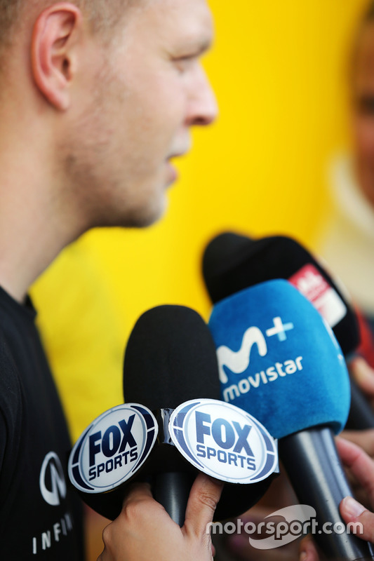 Kevin Magnussen, Renault Sport F1 Team with the media - Fox Sports