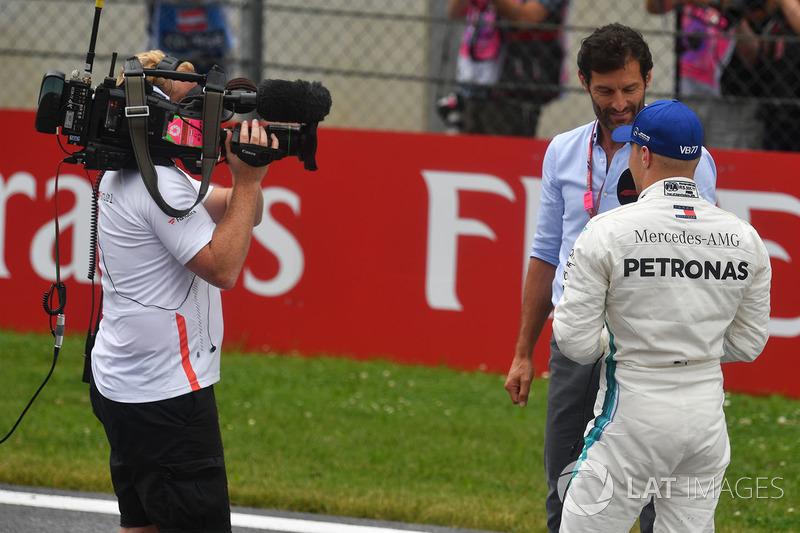 Valtteri Bottas, Mercedes-AMG F1 talks with Mark Webber, in parc ferme