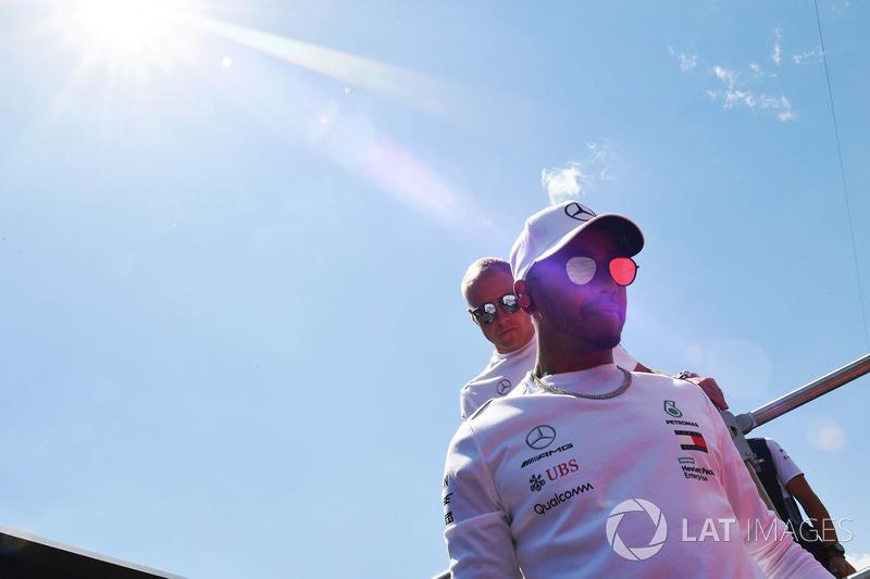 Lewis Hamilton, Mercedes-AMG F1, en el drivers parade