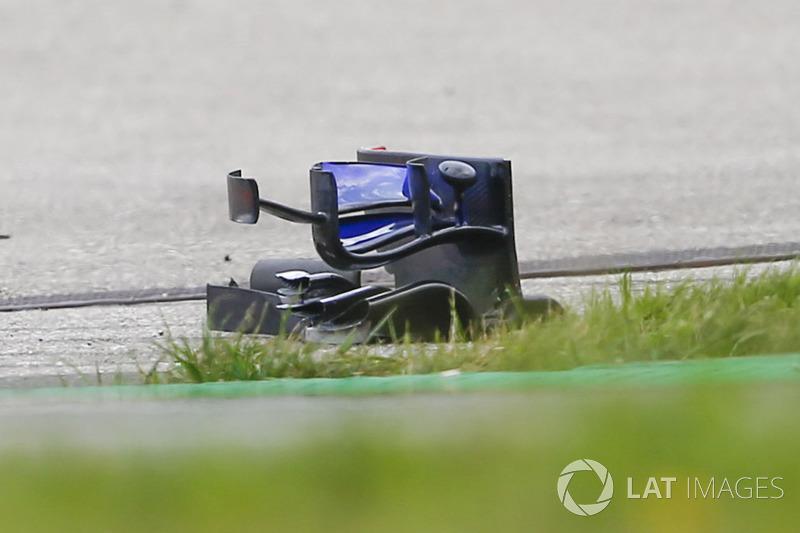Шматок від Toro Rosso STR13 Брендона Хартлі