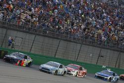Alex Bowman, Hendrick Motorsports, Chevrolet Camaro Axalta Kevin Harvick, Stewart-Haas Racing, Ford Fusion Busch Light