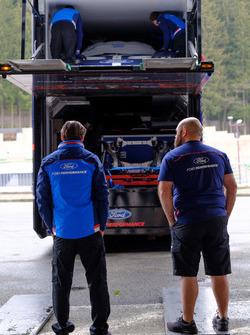 Des membres de l'équipe Ford Chip Ganassi Racing