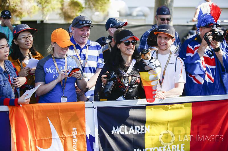 Fans' flag in support of Stoffel Vandoorne, McLaren