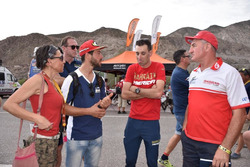 Vincenzo Nibali con Giovanni Sala, Team Manager GasGas e Maurizio Gerini, Husqvarna