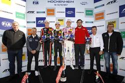 منصة البطولة: البطل لاندو نوريس، كارلين، المركز الثاني جويل إريكسون، موتوبارك، المركز الثالث ماكسيميليان غونتر، بريما
