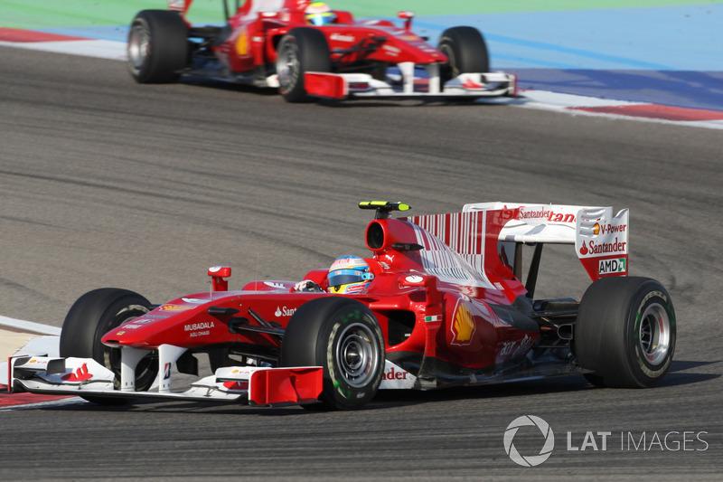 GP do Bahrein 2010 – Após um ano ruim na Renault em 2009, ele chegou à Ferrari em 2010 e venceu logo na estreia se aproveitando de um problema na Red Bull de Sebastian Vettel.