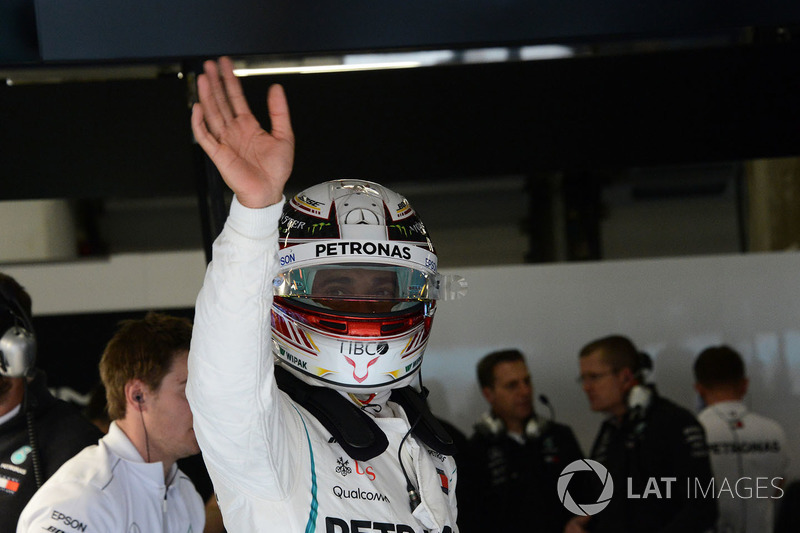 Lewis Hamilton, Mercedes-AMG F1 waves