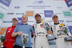Podium: Race winner Enaam Ahmed, Hitech Bullfrog GP Dallara F317 - Mercedes-Benz, second place Marcu
