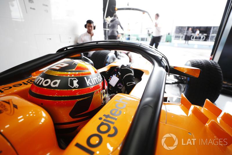 Stoffel Vandoorne, McLaren, in cockpit