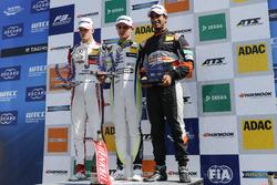 Podio: il vincitore della gara Callum Ilott, Prema Powerteam, Dallara F317 - Mercedes-Benz, il secondo classificato Lando Norris, Carlin Dallara F317 - Volkswagen, il terzo classificato Maximilian Günther, Prema Powerteam Dallara F317 - Mercedes-Benz