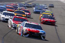 Kyle Busch, Joe Gibbs Racing Toyota, Ryan Blaney, Wood Brothers Racing Ford