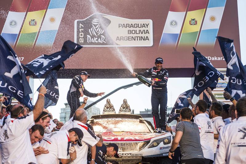 Stéphane Peterhansel, Jean-Paul Cottret Peugeot Sport celebra con el equipo